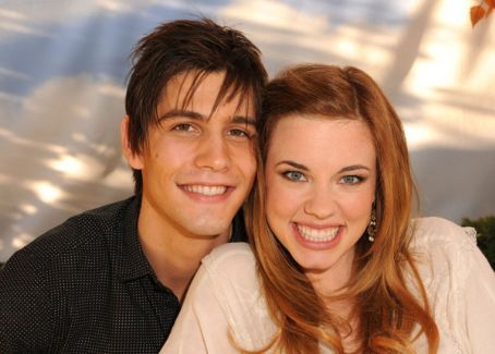 Molly Burnett i Casey Deidrick